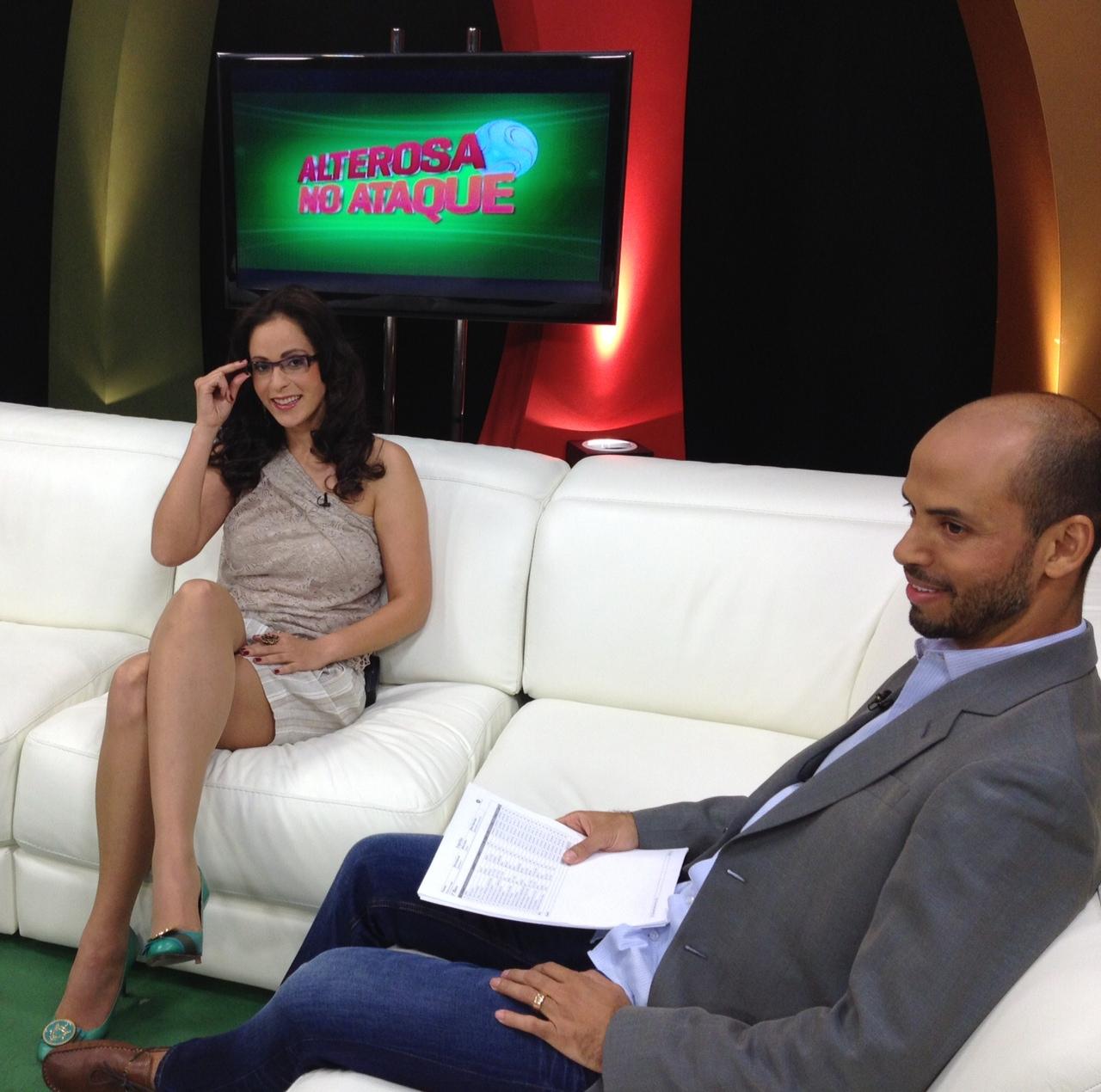 Ana Paula e Marques no estúdio da TV Alterosa